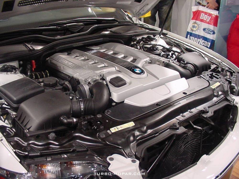 2006_BMW_760i_V12_engine