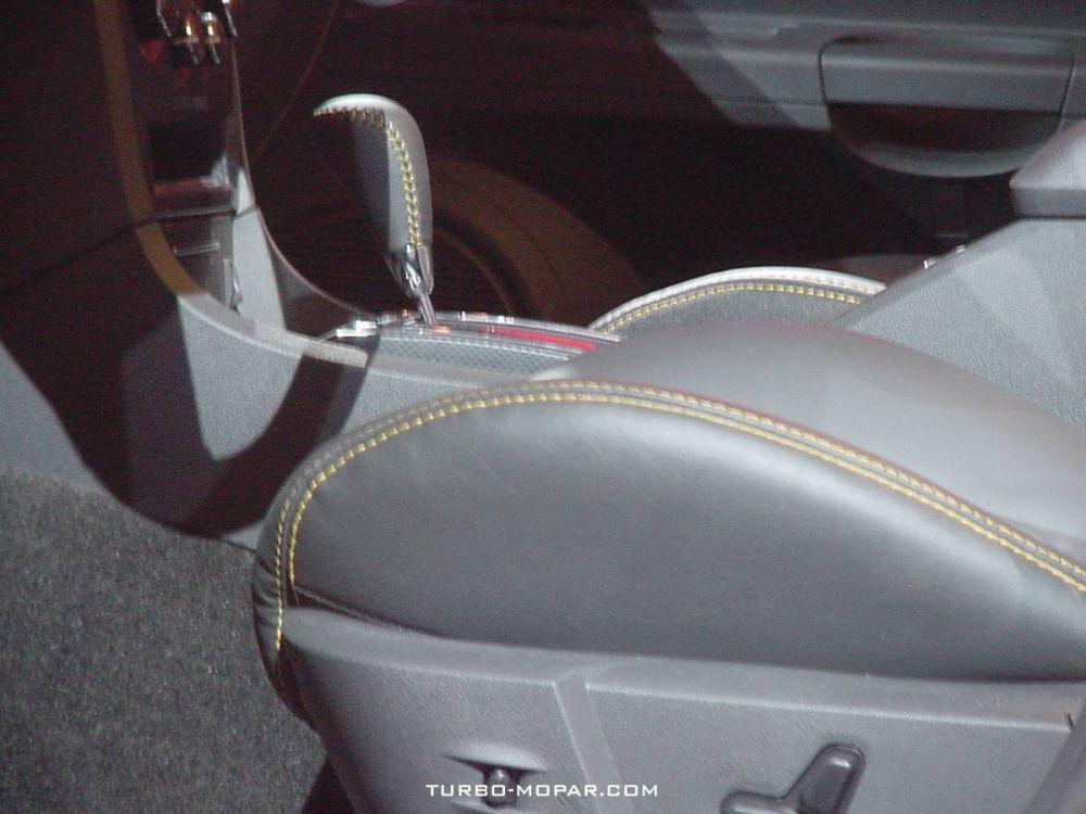 2006_Dodge_Charger_SRT-8_Super_Bee-interior_view