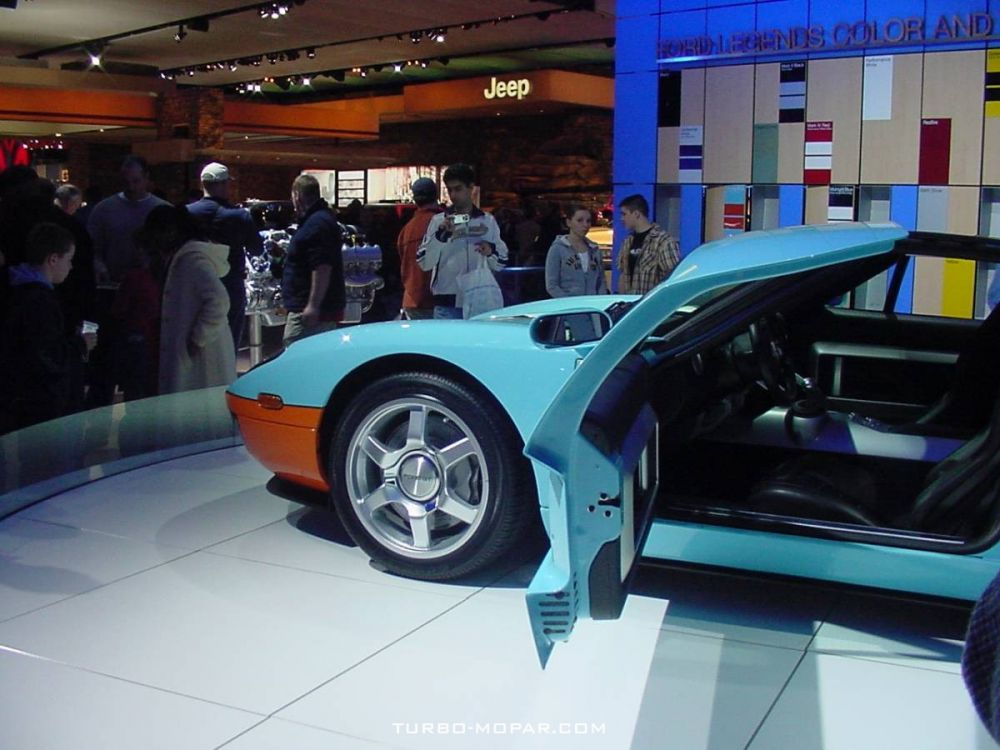 2006_Ford_GT-side_view