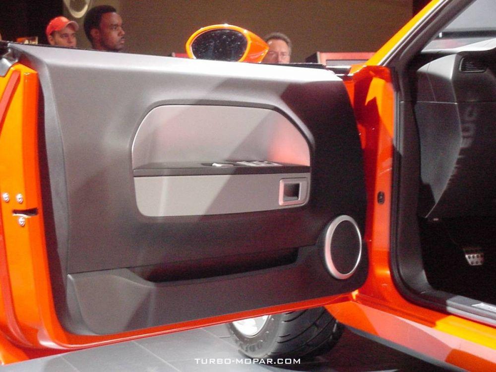 Dodge_Challenger_Concept-door_panel