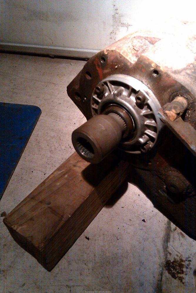 Spud shaft in T-case